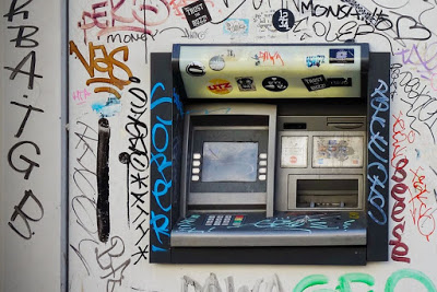 How to stay safe when using the ATM